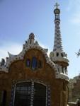 Пряничный дом с поганкой Гауди в Барселоне, парк Гуэля